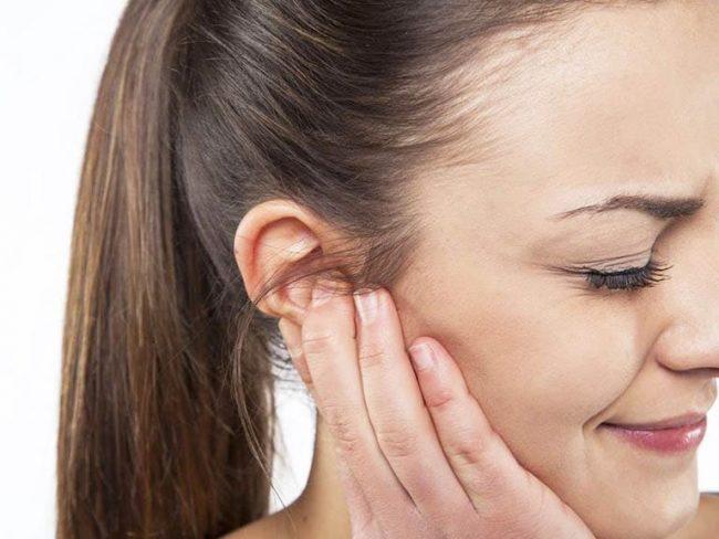 Mụn bọc ở vành tai
