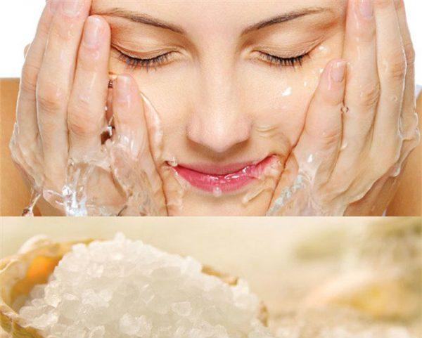 Rửa mặt bàng nước muối