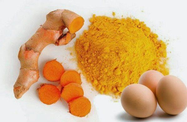 Trứng gà và nghệ