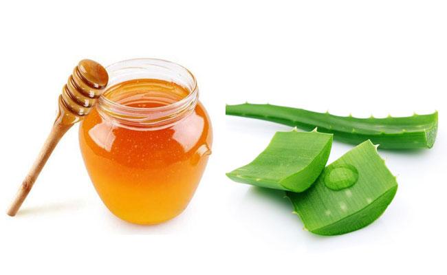 trị mụn cám bằng mật ong và nha đam