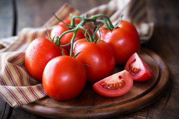 7 cách trị mụn cám bằng cà chua siêu hiệu quả không nên bỏ qua