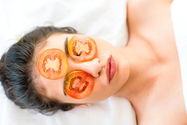 Một số lưu ý khi trị mụn cám bằng cà chua